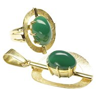 Mid-Century 18-Karat Yellow Gold Matching Ring and Pendant with Chrome Chalcedonies