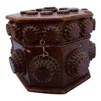Tramp Art, Charming large octagonal Box