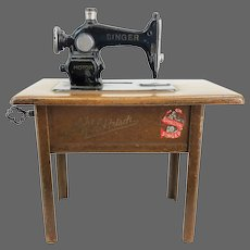 Antique Miniature Singer Sewing Machine Bank with Lock and Key ca1910