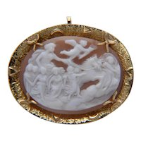 Vintage Shell Cameo Brooch/Pendant 18 k yellow gold circa 1950