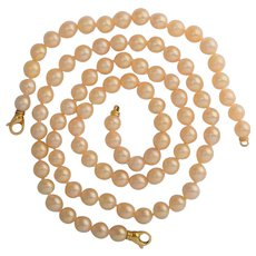 9 mm Cultured Pearl necklace and bracelet  18 k yellow gold clasp