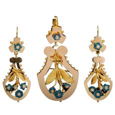 Victorian set earrings and pendant enamel pearls 18 karat yellow gold circa 1870