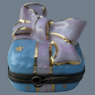 Cheerful Limoges France Birthday Gift Peint Main Trinket/Pill Box Signed LD