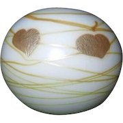 Exquisite Signed Lundberg 2000 Hanging Gold Hearts Paperweight 072314