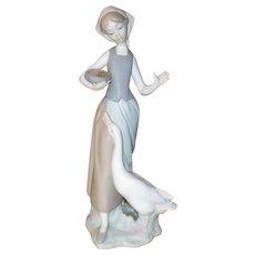 Lladro Girl Feeding Goose Matte Porcelain Figurine # 1052