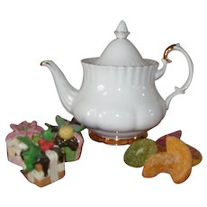 Royal Albert Val D'Or 5-Cup Teapot