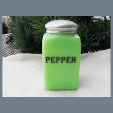 McKee Large Box Range Pepper Shaker Jadeite Green