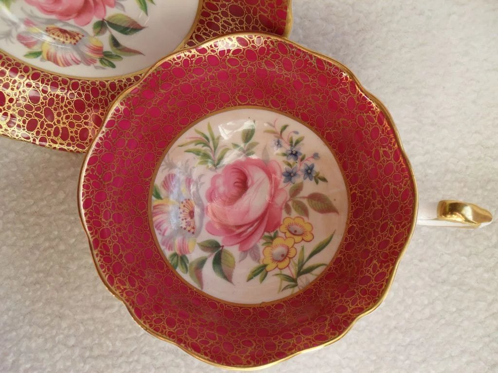 teacup full of roses Shop for fine china online at macyscom the popular bone china pattern on this tea cup surrounds blooming sprays of colorful english roses with hand-applied bands of 22k gold.
