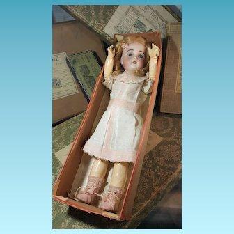 Nice Original Jumeau doll 1907 in her original sales of cloting
