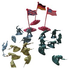 WWll Lot of Plastic Toy Soldiers (American British German) Figurals