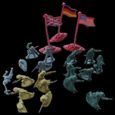 WWll Lot of Plastic Toy Soldiers (American British German) Figurals