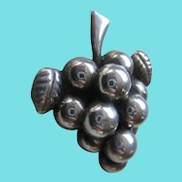 Silver 925 Mexico: Grape Cluster Brooch
