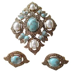 Sarah Coventry  Stunning Sky Blue Brooch and Earrings