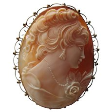 Gold 9 kt European Large Cameo /Pendent Brooch