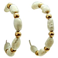 14K Gold Natural FW Pearl Signed Imperial Pearl Syndicate 3/4 Hoop Post Earrings c1970s