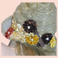 Gorgeous 1920s Flapper Deco Horsehair Hat with Velvet Floral Embellishments