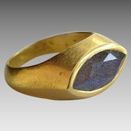 Handmade 18 karat Gold Ring with Labradorite