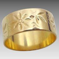 Vintage 18 karat Gold Engraved Ring