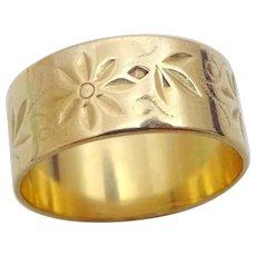 Vintage 18 karat Gold Engraved Ring