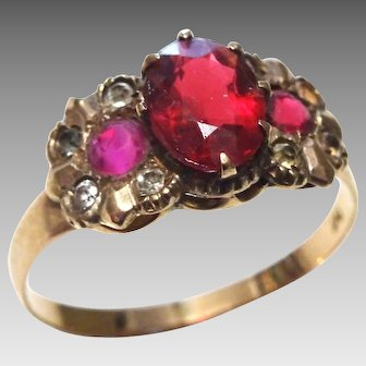 Victorian Style 9 karat Gold Ring with Red Paste Stones