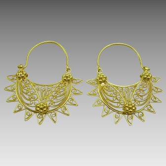 Traditional Vintage Middle Eastern 18 karat Gold Earrings