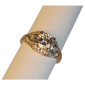 Art Deco Diamond and Platinum Engagement Ring 1.15 carats
