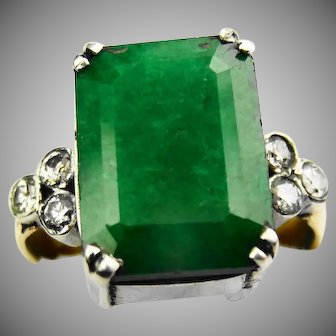 Gorgeous 18ct gold emerald and diamond ring