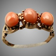 Pretty vintage rose gold salmon coral ring