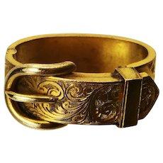 A gorgeous pinch beck antique cravat/scarf ring