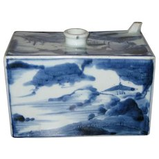 Small Japanese Blue and White Porcelain Sake Cask, Edo Period (18th Century)