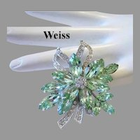 WEISS Superb Sparkling PERIDOT / Apple Green Rhinestones Pin / Brooch