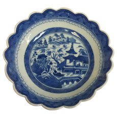 Canton Chinese Export Scalloped Edge Bowl 19th c.