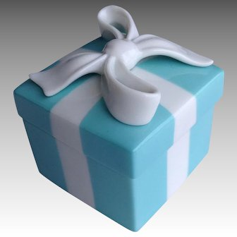 """Tiffany Porcelain Gift Box Retailed in Japan 2"""""""