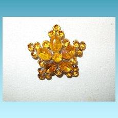 Vintage Unsigned Schreiner Brooch in Gold Rhinestones