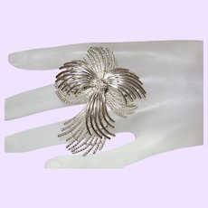 Signed Lisner Ribbon Brooch in Silver Tone Metal