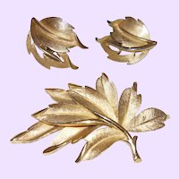 Vintage Trifari Gold Tone Brooch set