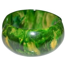 Wide Green Yellow End of Day BAKELITE TESTED Clasp Hinge Bangle Bracelet