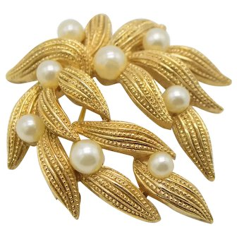 Crown Trifari Textured Gold Tone Faux Pearl Cascading Flower Pin Brooch Vintage