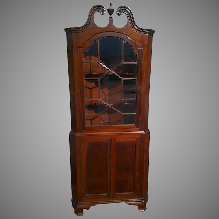 Merveilleux Colonial Revival Mahogany Corner Cupboard Cabinet : The Moody Carpenter |  Ruby Lane