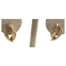 14K YG Scalloped, Ribbed Oval Earrings