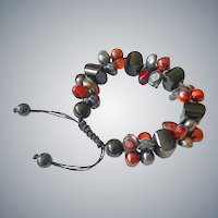 Red and Blackish-Blue Cultured Pearl Bracelet with Black Onyx