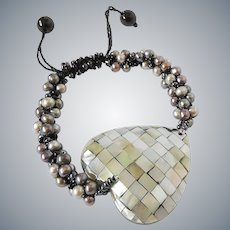 Mother of Pearl Heart Bracelet with cultured Black Grey Pearls