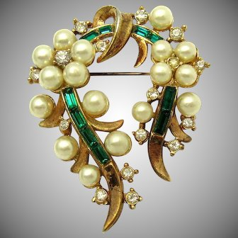 Lovely Vintage TRIFARI Deco Style Glass Flower Brooch Rhinestones Faux Pearls