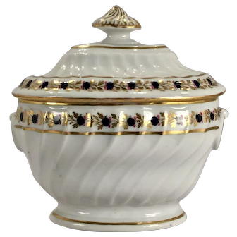 An 18th century Chamberlain's Worcester porcelain sucrier and cover, circa 1795