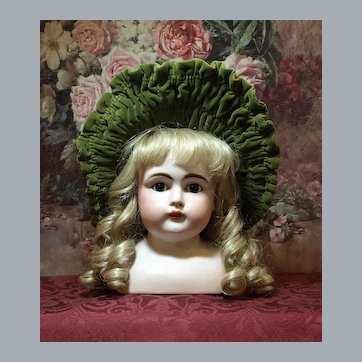 Antique Velvet Olive Green High Brim Bonnet ♥♥