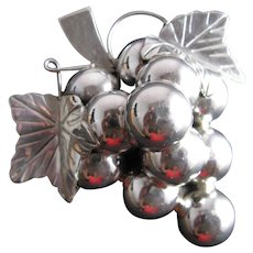 Sterling Silver .925 Mexican Heavy Extra Large Bunch of Grapes brooch pendant