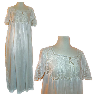 Victorian Nightgown of Fine Lawn, Valenciennes Lace c1880-1900