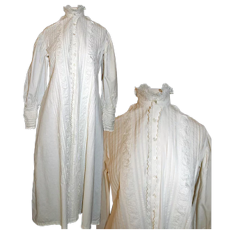 Victorian Nightgown / Robe in White Cotton c1890s