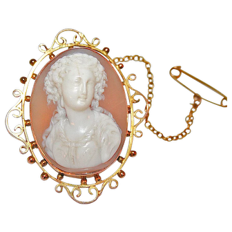 Shell Cameo Portrait of a Lady, Mounted in 9K Gold Brooch