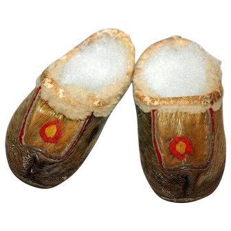 Pacific NW Native American Toddler's Fur Mocassins c1900